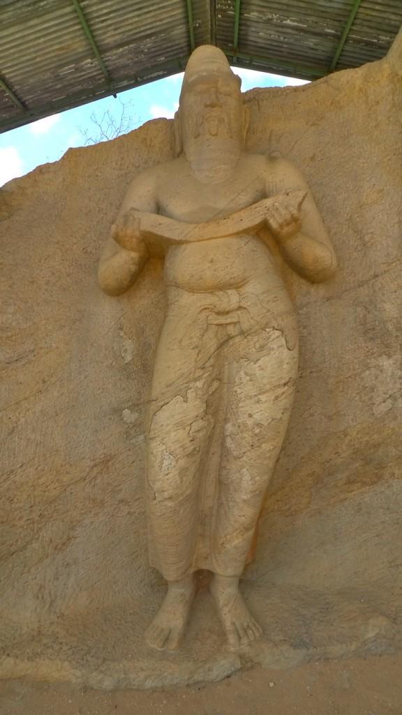 02 - parakramabahu statue